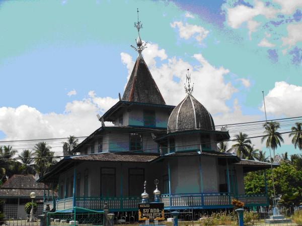 Masjid Suada tampak dari arah barat